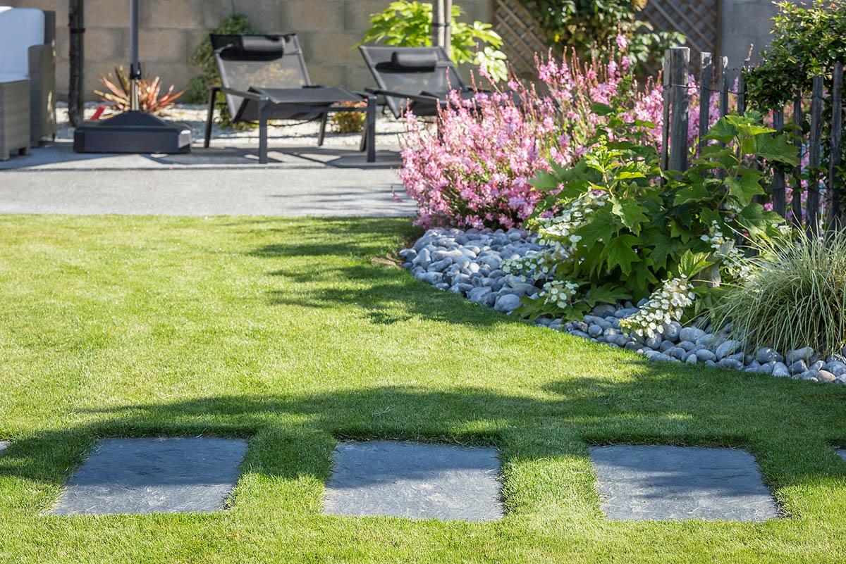 Entretien de jardin par un paysagiste en vend e id jardin for Tarif tonte gazon par paysagiste